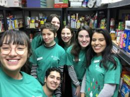 A group of uOttawa students posing together during their volunteer placement at Ami Jeunesse