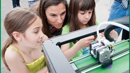 children looking at 3d printer
